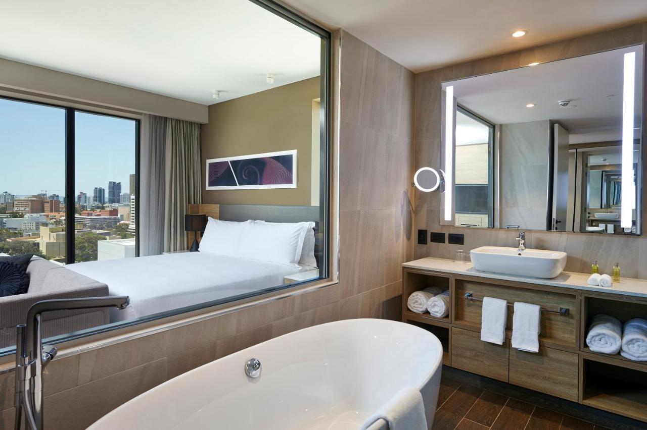 best-hotels-in-perth-with-spa-bath