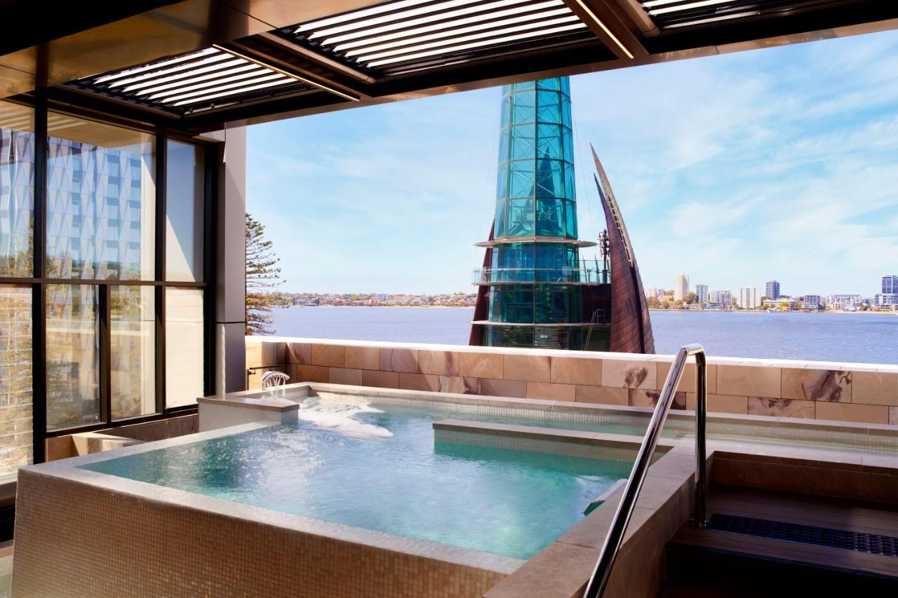 outside-jacuzzi-hotel-perth