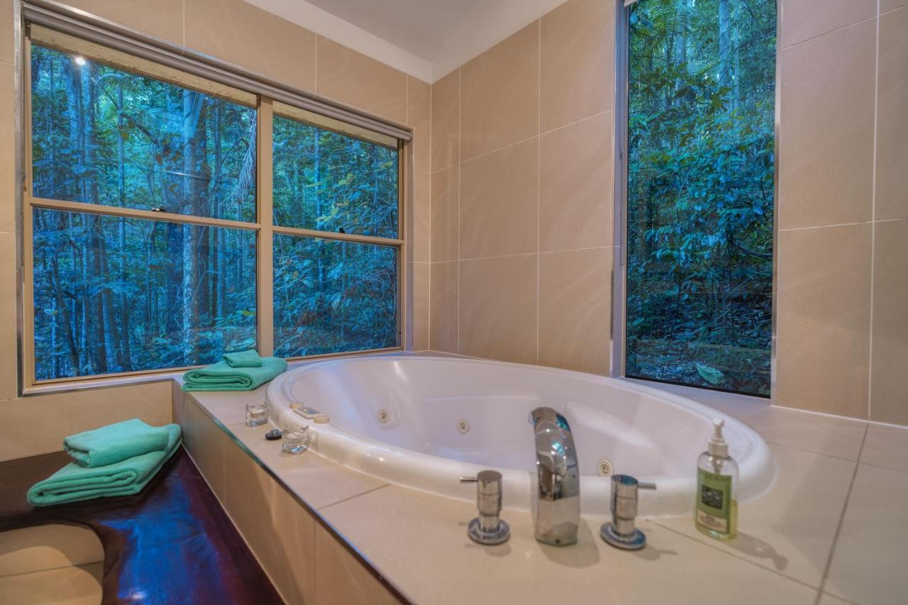 rainforest-spa-with-jacuzzi