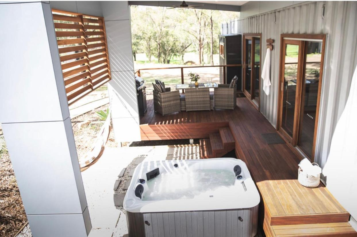 tuckers-lane-hotel-with-hot-tub